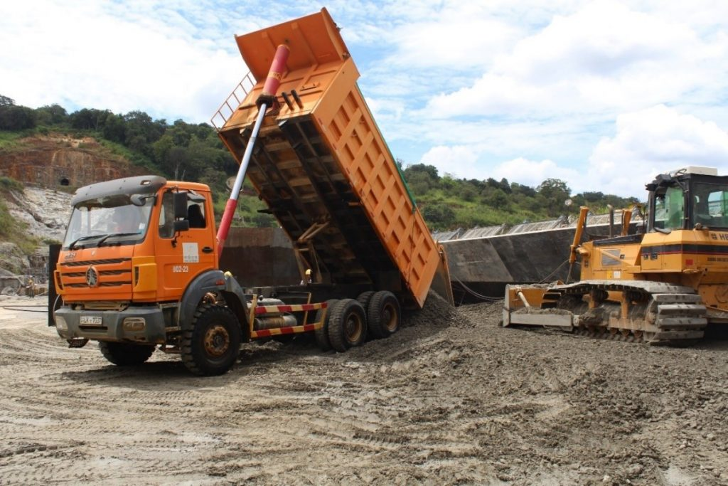 Placing and spreading of roller compacted concrete