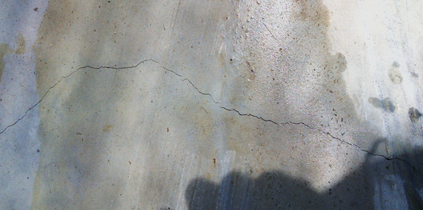 Thermal crack in concrete
